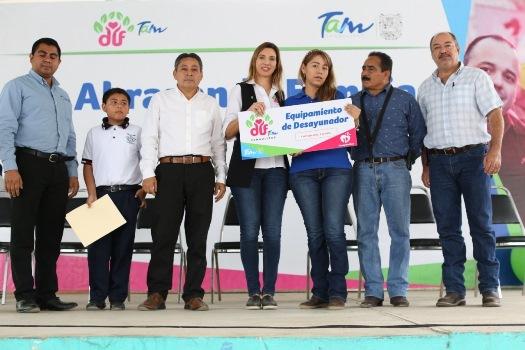 DIF Tamaulipas abraza familias de comunidades rurales de Victoria