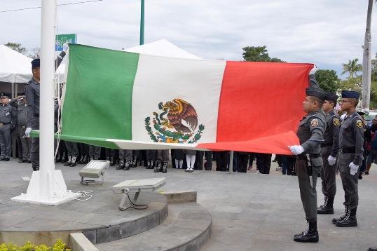 Nuestra bandera representa libertad, justicia y nacionalidad