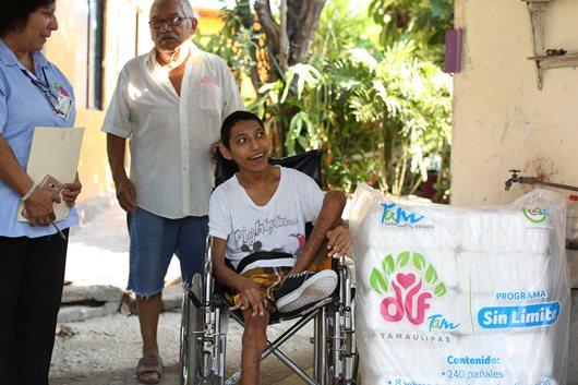 Entrega DIF Tamaulipas dotaciones Sin Límites a personas con discapacidad severa