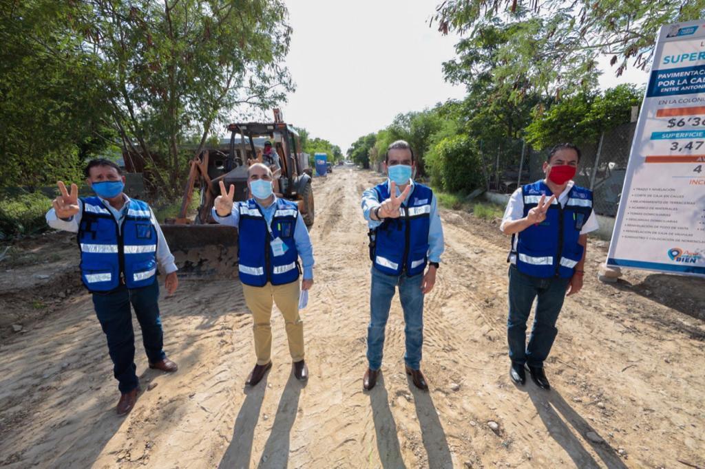 Constata Rivas construcción de calles en 'Blanca Navidad'