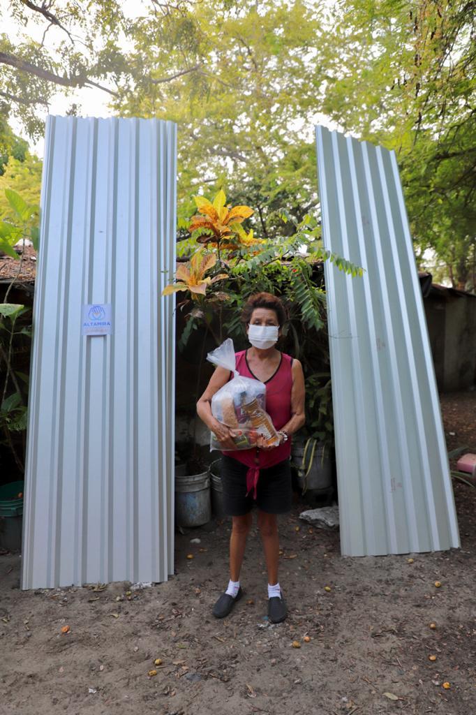 Entrega DIF Altamira láminas y triciclo a familias vulnerables