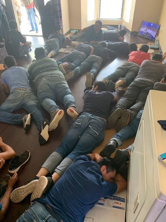 """Descubren """"encolchonados"""" ocho indocumentados mexicanos"""