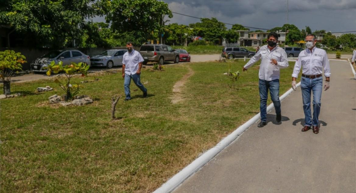Continua limpieza de áreas verdes y vialidades