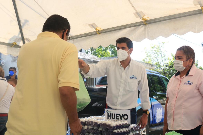 Apoya municipio a economía familiar con venta de productos