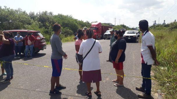 Manifestantes bloquean carretera al puerto por destrucción de sus calles