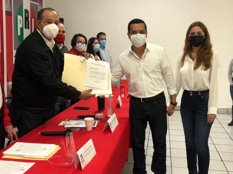 Joel Barragán se registra como precandidato a diputación
