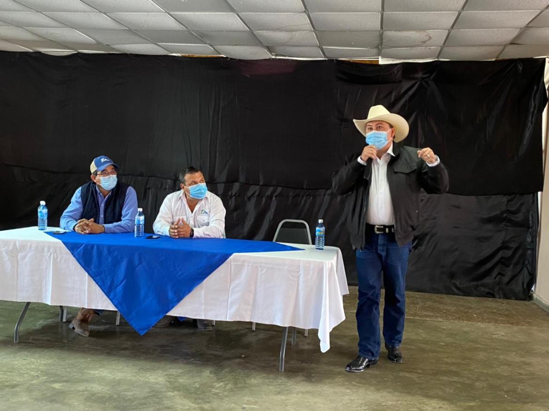 Autoridades del estado y municipio se reúnen con agricultores afectados en sus cosechas