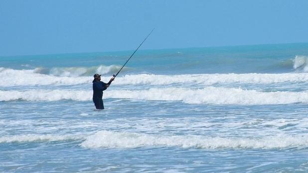 Registra playa Tesoro buena afluencia de pescadores