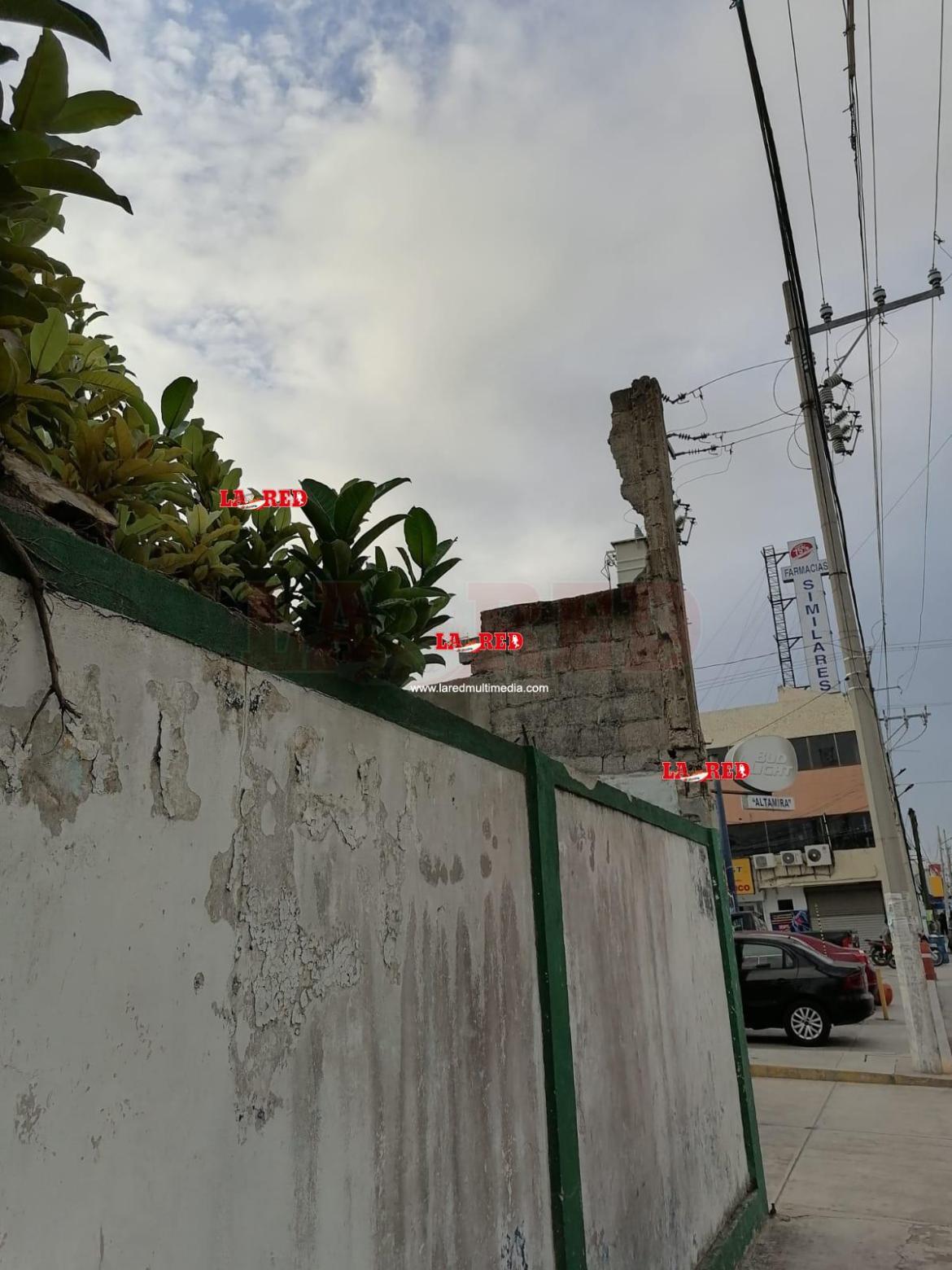 Edificación a punto de colapsar en zona centro