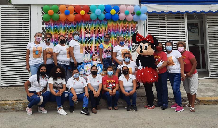 Festejan a niños en Clínica DIF Madero