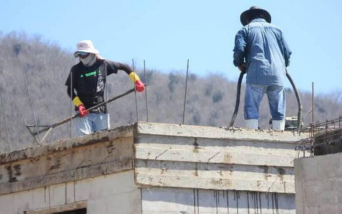 Exigen albañiles a Federación invertir en obra pública