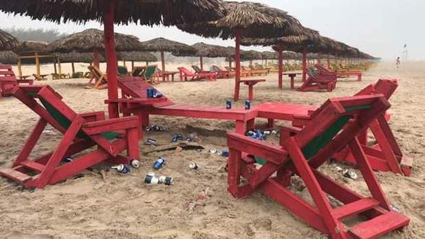 Visitantes siguen bebiendo en playa Miramar