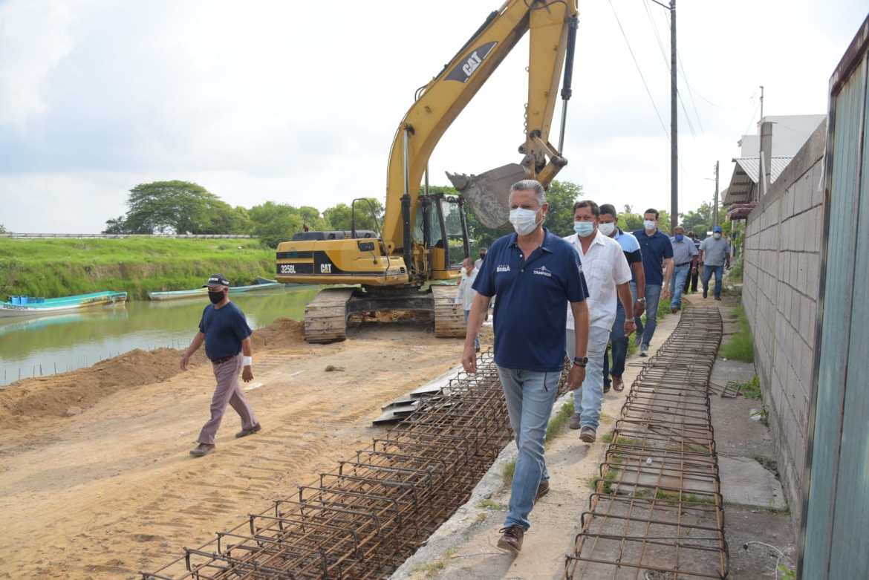 Supervisa Nader construcción de muelle en el Canal de Tancol