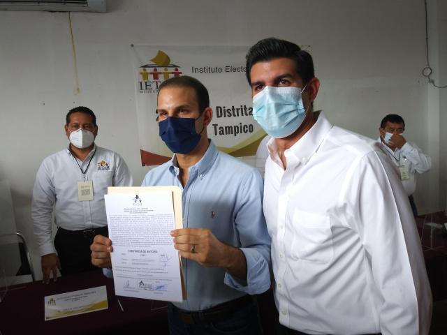 Recibe Mon Marón constancia como diputado local