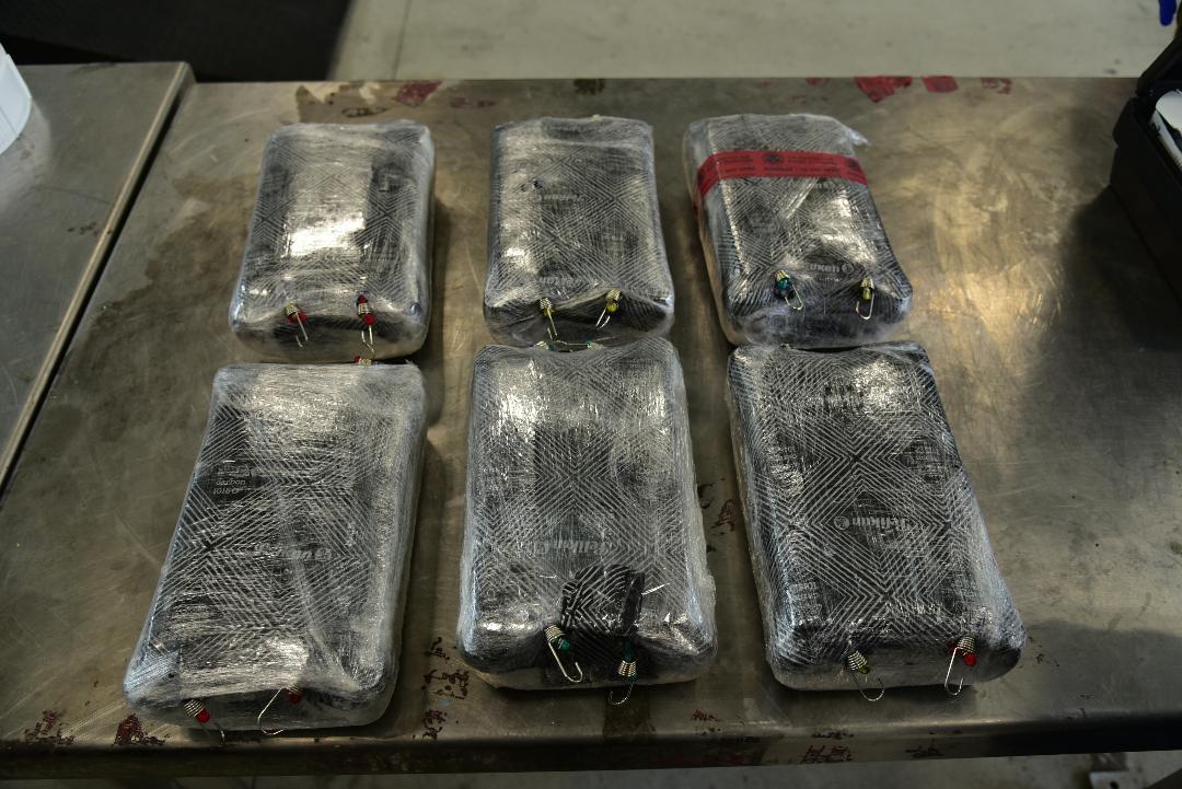 Confiscan carga de fentanilo a pasajero de autobús en Laredo, Texas