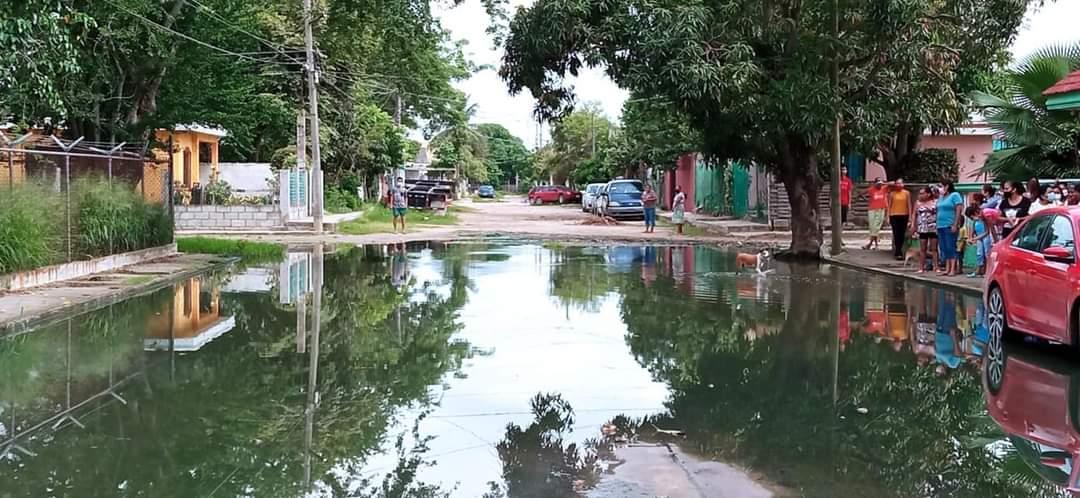 Calles de Altamira son un río de aguas pestilentes