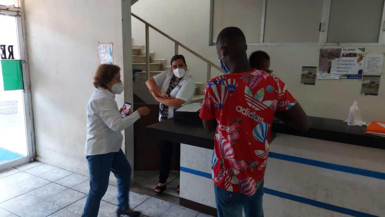 Padres haitianos piden ayuda para alimentar a su bebé nacido en Madero