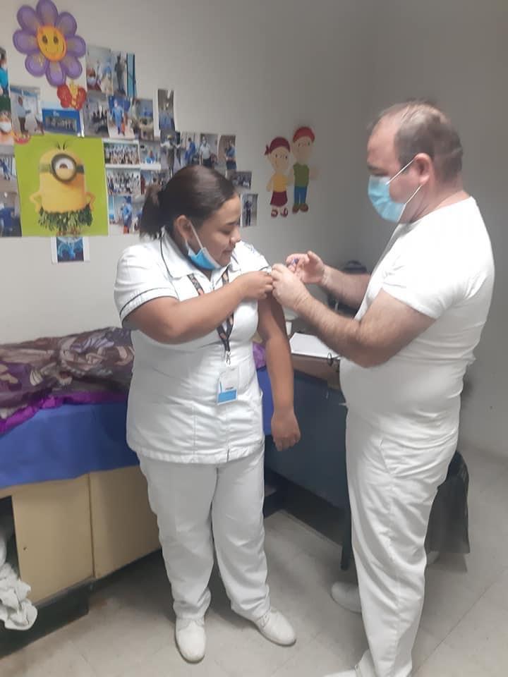 Arrancan aplicación de vacuna contra influenza en Hospital General