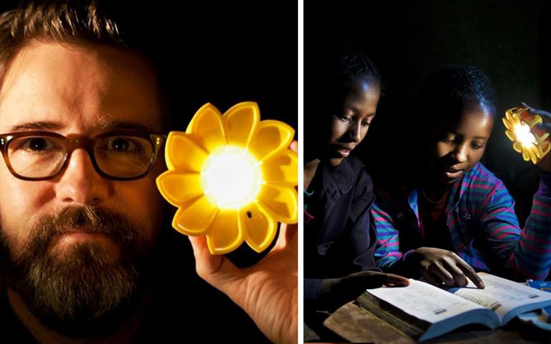 Il crée une lampe solaire pour que 1,1 milliard de personnes puissent s'éclairer !