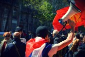"""""""Assez de la loi des patrons, une seule solution : REVOLUTION !"""" scandait un camarade au mégaphone"""