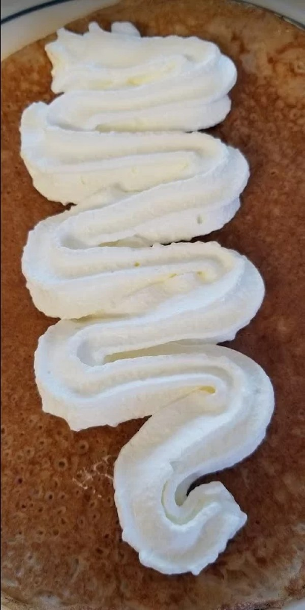 Spraying in whipped cream