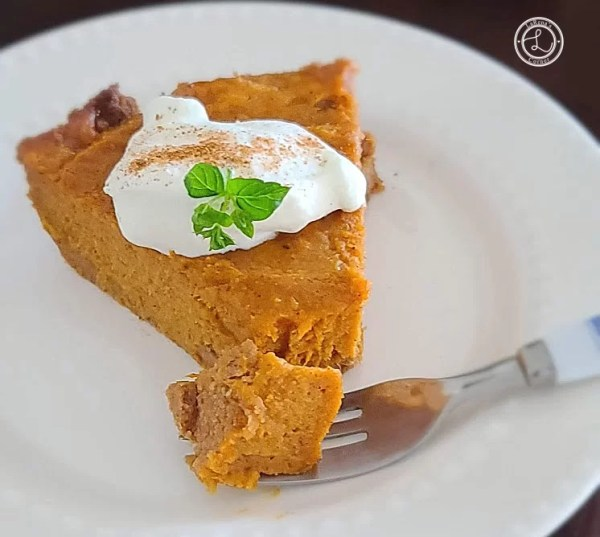A piece of Speculaas Sweet Potato Pie pm a plate