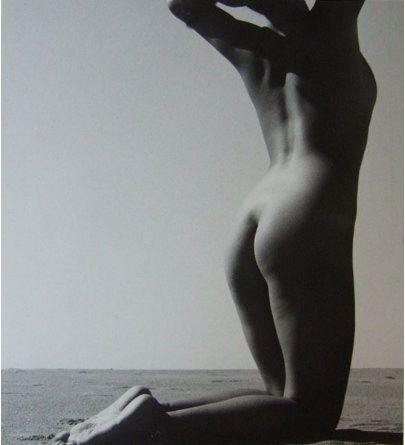 shoji-ueda-nude-in-the-dunes-ca-1950