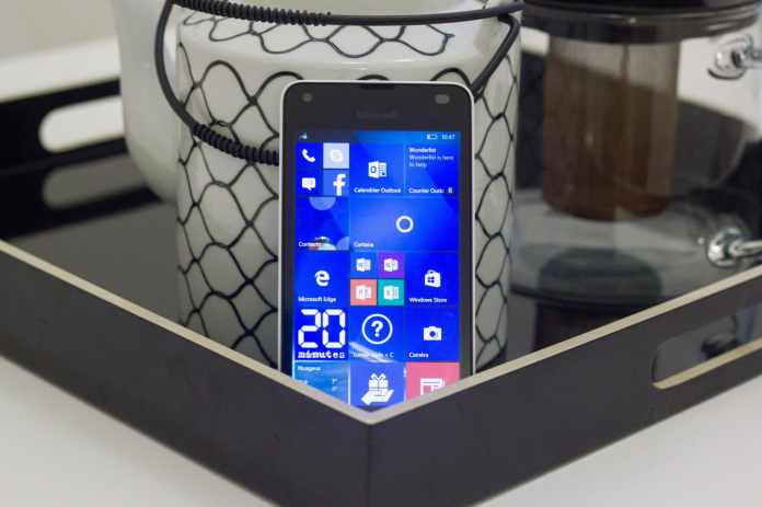 Microsoft Nokia Lumia 550 Windows Phone 10 Cheap Pas cher smartphone entrée de gamme Test Prise en main La Revue Tech The Tech Review Hands On