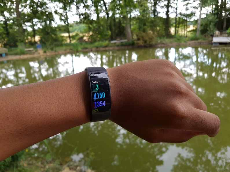 samsung galaxy s7 edge note gear fit2 bracelet connecté fitness GPS WIFI montre test prise en main la revue tech
