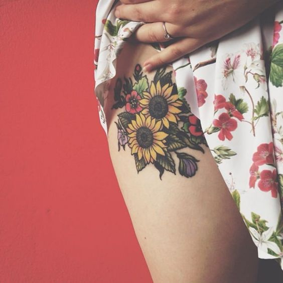 50 Increíbles Ideas De Tatuaje De Girasol Largo Peinados