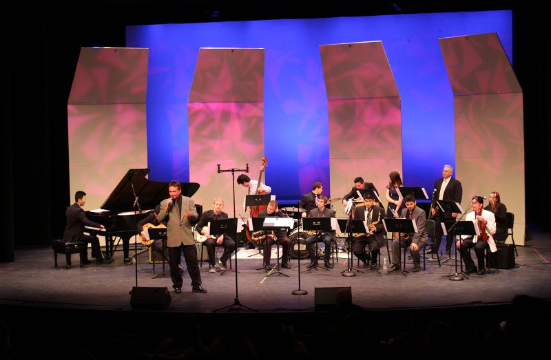 Joey Sellers (on the microphone) conducted and hosted a memorable night of jazz (Jonathan Anson)