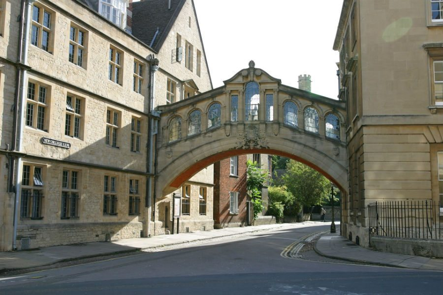 The iconic bridge of sighs in Oxford, England (Wiki Commons)
