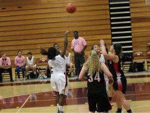 Teoncea Bennett sinking a floater during Saddleback's tough home loss vs. Santa Ana (Lariat/Jacob Tatham)