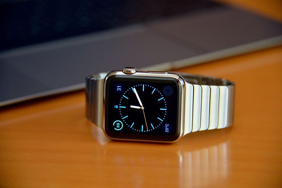 Apple watch works with one's iPhone to help count calories. (Wikimedia Commons / raneko)
