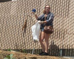 During the Earth Day cleanup, students picked up everything from straw wrappers to aluminum cans. (Noemi Bueno Rojo)