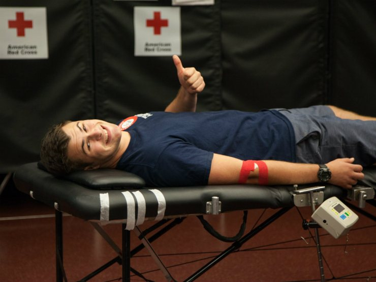 Student Corey Bland gives a thumbs up after a nurse bandaged him up from donating blood. (Ally Beckwitt/Lairat)