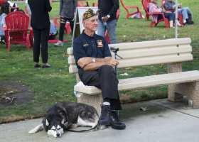 World War II Veteran Loren Major, 91, visiting Saddleback's Veteran Resource Fair with his service dog. (Daniela Sanchez/Lariat)
