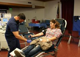 Abraham Zambada (left), a Hoag blood collection specialist, assisting Martha De Jesus (right) in her blood donation procedure. (Ashley Hern)