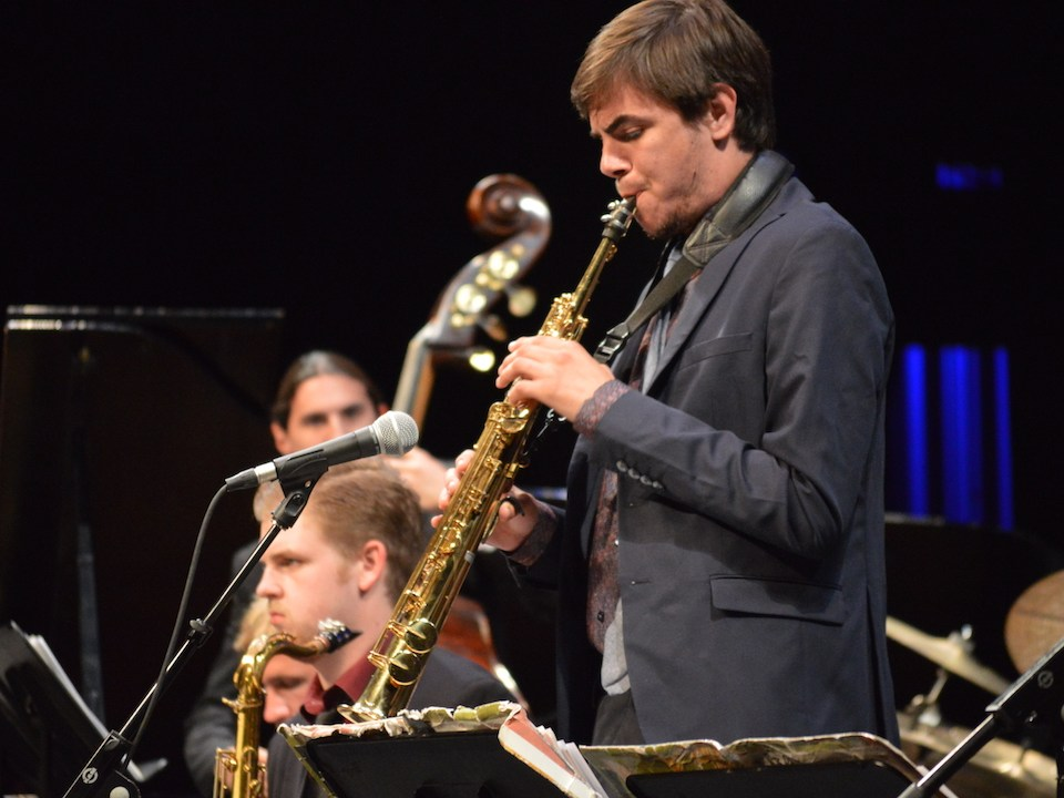 """Lead alto saxophonist Ethan Kindle performs solo on his soprano sax and closed """"Miss Roger's Boots"""" on his flute. (Andrea Clemett/ Lariat)"""