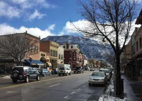 A snapshot of a main street in Colorado. Snow is on the mountains in the background. (Pikest)