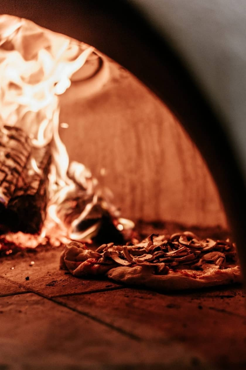 il forno a legna utile per le pizzette al forno veloci