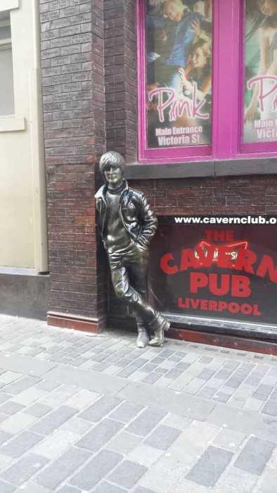 liverpool una statua al the cavern club