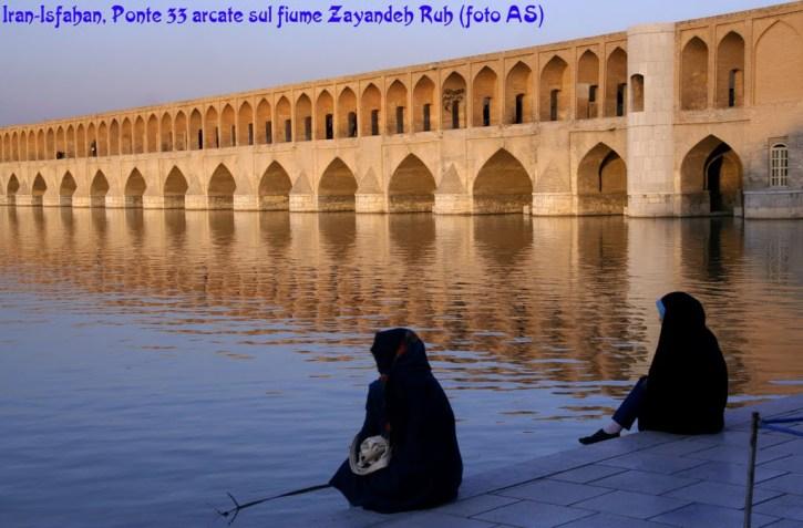 Ponte 33, Siosepol, Isfahan, Iran, copyright panoramio, rabbi, quell'angolino tranquillo a sinistra