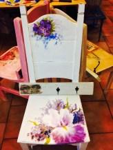 Passar fint i hallen, stolen 900 kr handmålad, hängaren 250 kr. Foto: Parisa Moghadam
