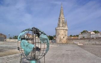 La Rochelle Tour de la Lanterne et Globe de la Francophonie par Bruce Kreps