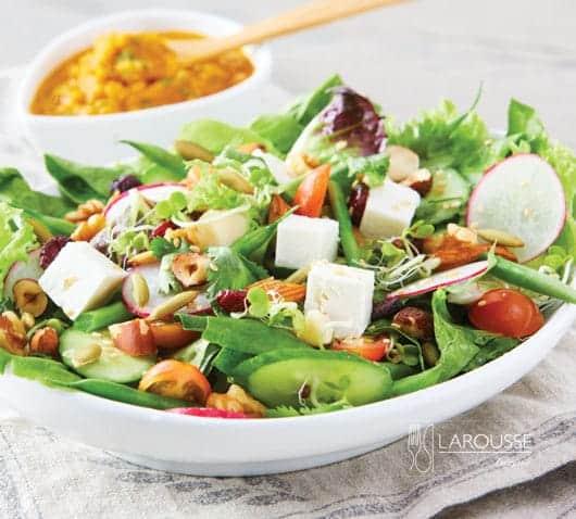 ensalada mixtra con aderezo de zanahoria