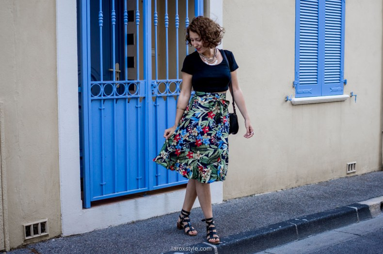 Look Motif tropical- jupe mi longue