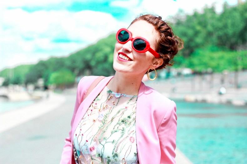 idees looks tailleur pantalon rose - top broderies - blogueuse lyon