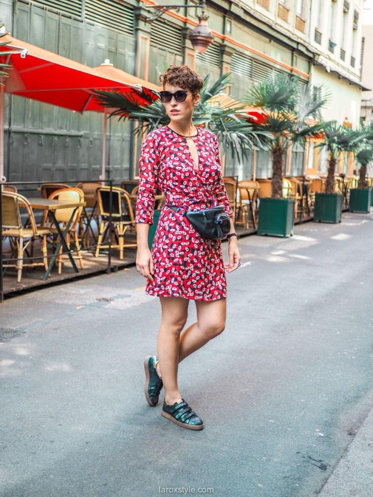 idees looks pour adopter le Sac Banane avec feminite - sac banane et robe courte - blog mode lyon