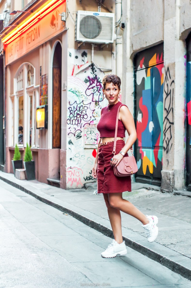 idee look jupe en velours et baskets - blog mode lyon-8